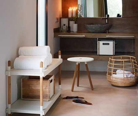 Oder Einem Praktischen Hocker, Der Auch Als Ablage Dient? Verschönern Sie  Mit Uns Ihr Badezimmer!