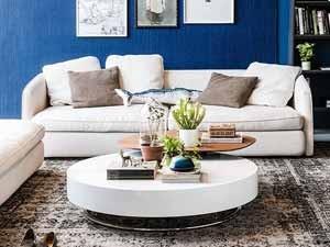 Eine Farbenfrohe Couch Oder Ein Dezentes Sofa Freuen Sich Gleichermaßen  über Den Weißen Beistelltisch. Verleihen Sie Ihrem Zuhause Ein Edles Flair  Mit ...