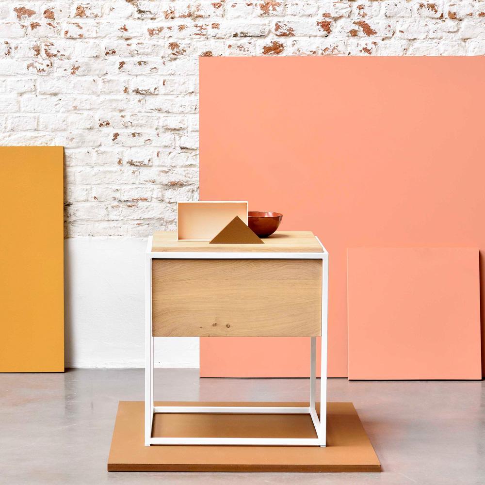 nachttisch aus eiche skandinavisches design bei. Black Bedroom Furniture Sets. Home Design Ideas