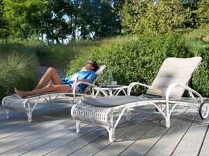 Ein Loungesessel Oder Ein Loungestuhl Rückt Sie Immer Ins Perfekte  Rampenlicht. Und Auf Einer Attraktiven Gartenliege Machen Sie Immer Eine  Gute Figur.