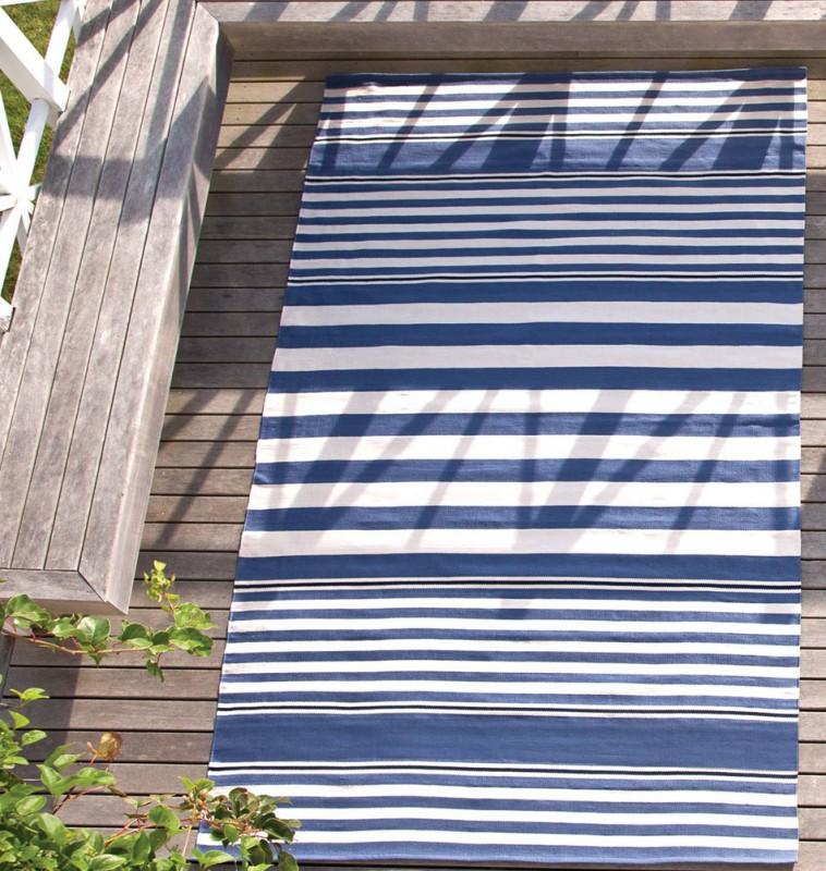 media/image/dash-albert-balkon-teppich-blau-076-03-07-0034-62SqLs4oregRwRl.jpg