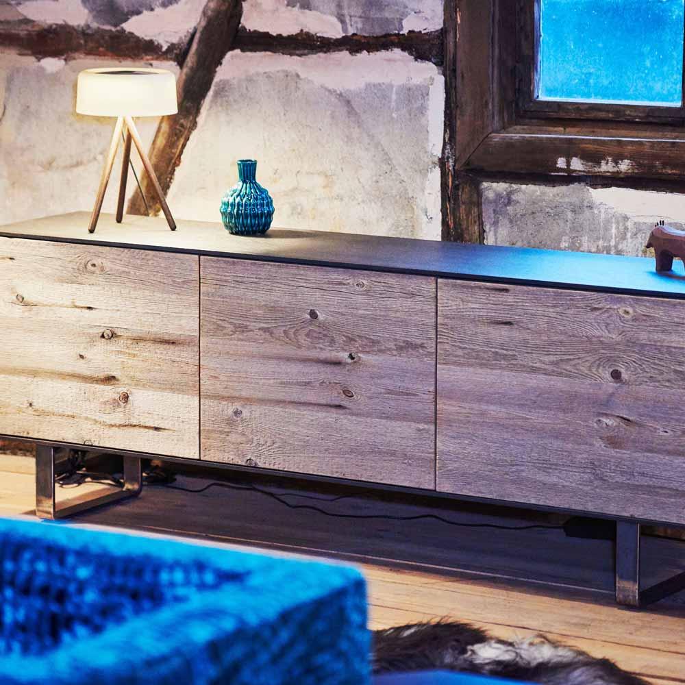 sideboard aus vergrautem holz. Black Bedroom Furniture Sets. Home Design Ideas