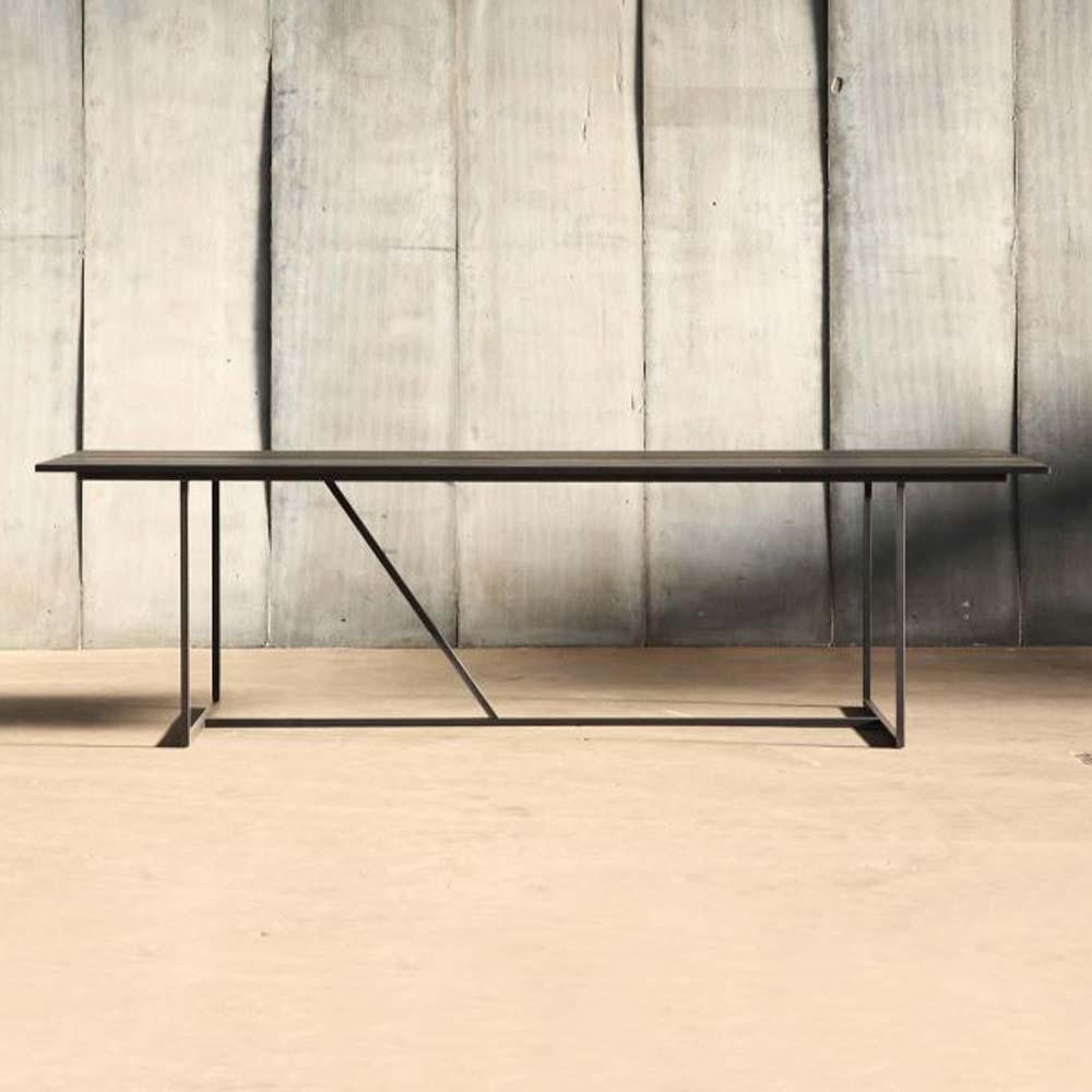 Schwarzer Tisch Aus Eiche Bei