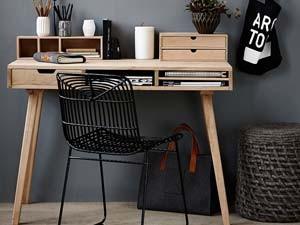 Ob Filigraner Sekretär Oder Klarer Bürotisch, Ein Schreibtisch Aus  Massivholz Ist Immer Auch Ein Besonderes Schmuckstück. Verschönern Sie  Ihren Arbeitsplatz ...