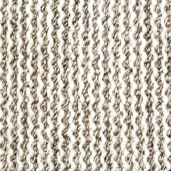 Fein gestreifter Teppich