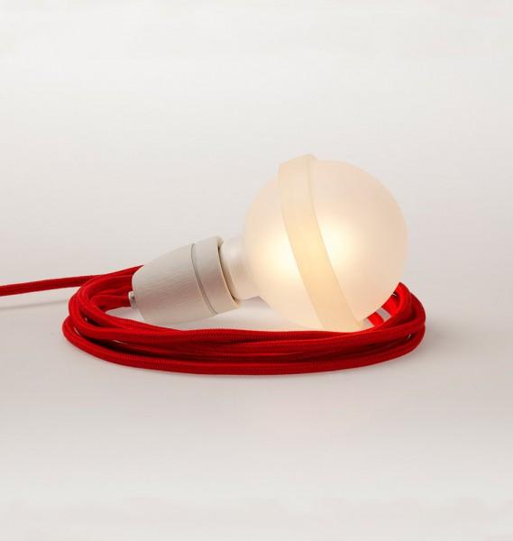 """Raumgestalt Hängeleuchte """"Lampa"""" mit rotem Kabel"""