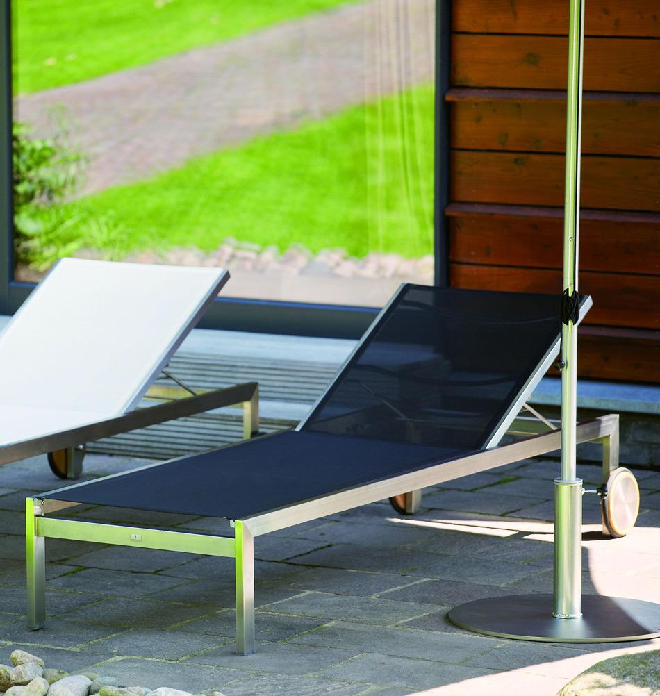 sonnenliege in schwarz gartendesign von jan kurtz. Black Bedroom Furniture Sets. Home Design Ideas
