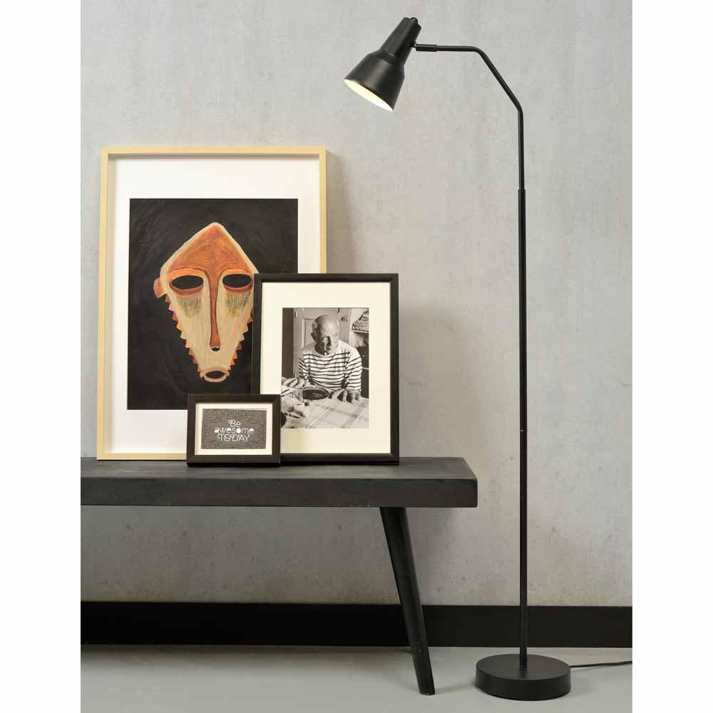 Moderne Stehlampe Im Cleanen Design Online Milanari Com