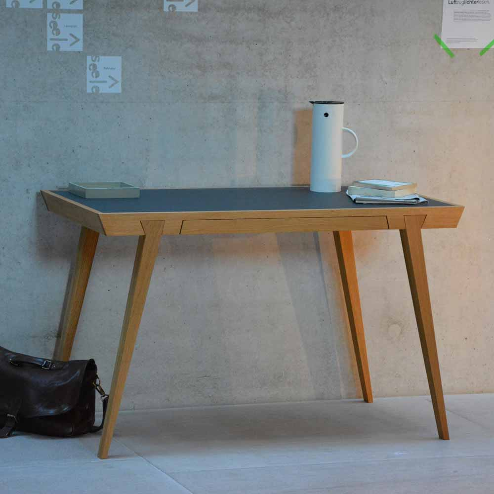 Schreibtisch aus massiver eiche jankurtz bei for Schreibtisch eiche modern