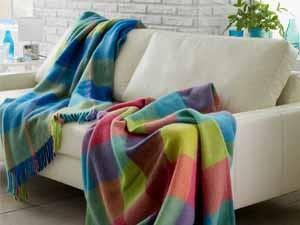 media/image/sofadecken-kuscheldecken-plaids-designer-wohnaccessoires.jpg