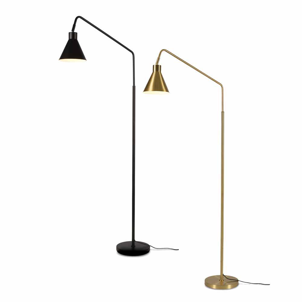 Stehlampe Aus Metall Mit Schwenkkopf Online Bei Milanari Com