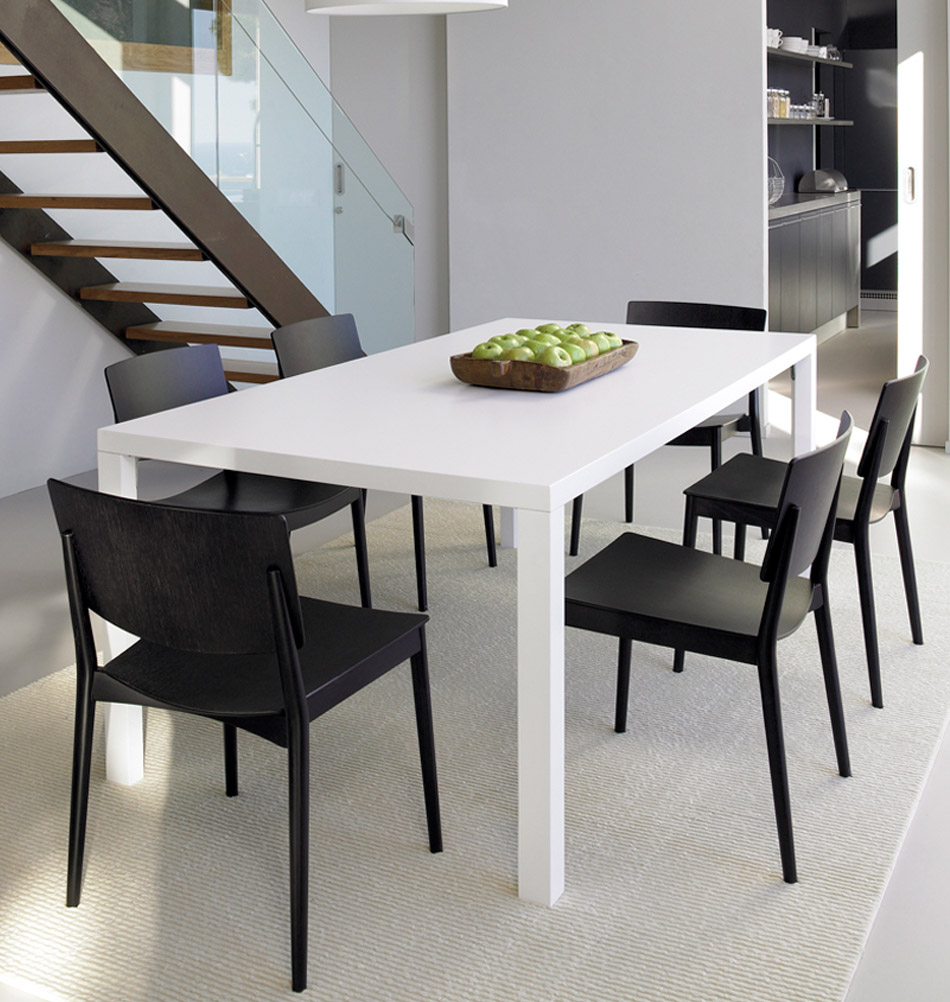 schwarzer designerstuhl aus holz zeitlos sch n. Black Bedroom Furniture Sets. Home Design Ideas