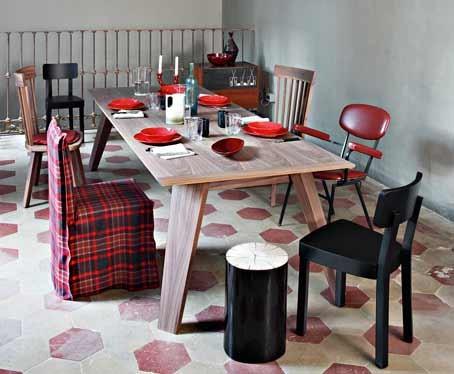 ... Und Nur Unterschiedliche Stuhl Varianten Miteinander Mischen. Ein  Absoluter Klassiker Ist Der Schwarz Weiß Mix, Auch Gerne Im Esszimmer  Eingesetzt!