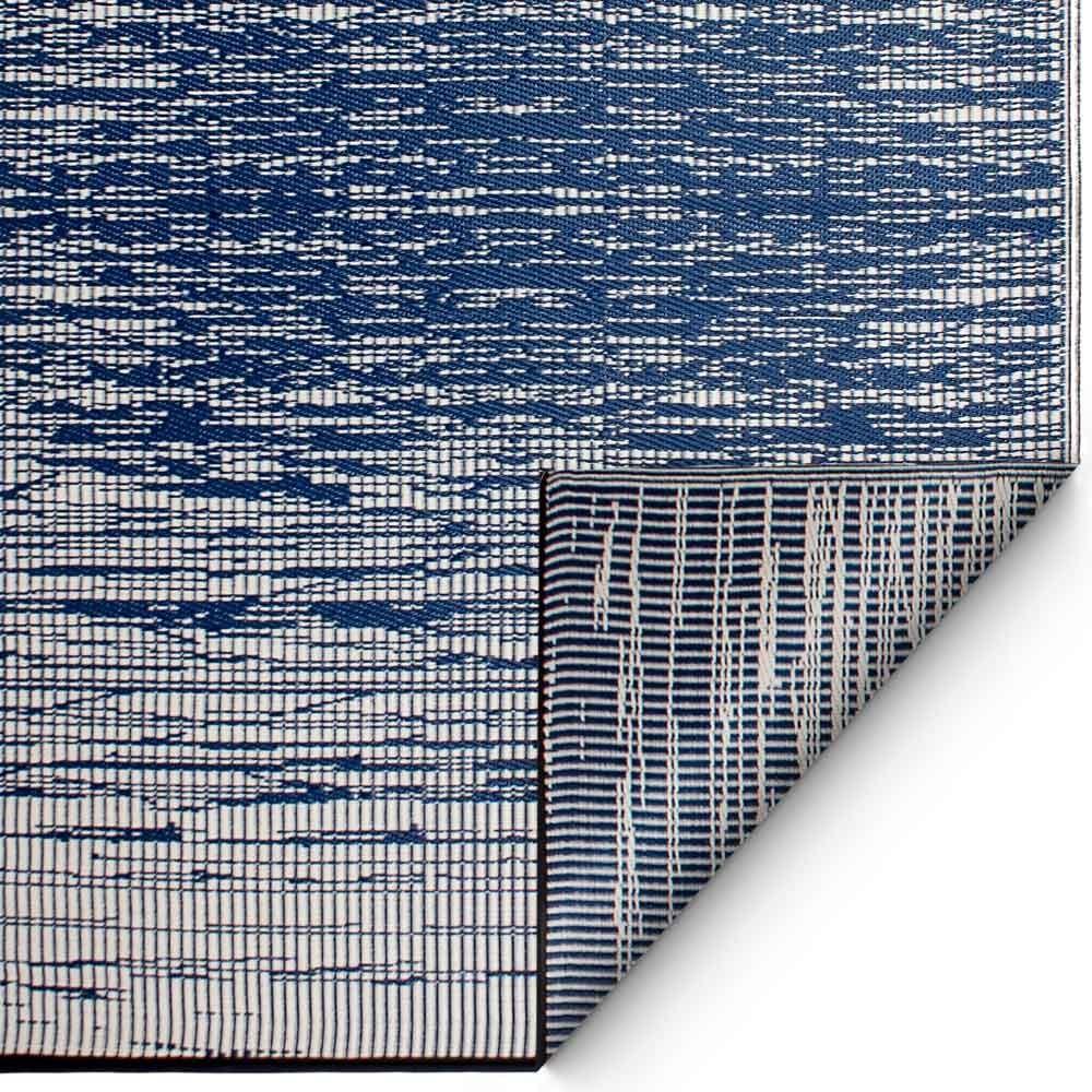 Blauer teppich  Frische trifft Licht: Einrichten mit Blau & Weiß | Looks ...